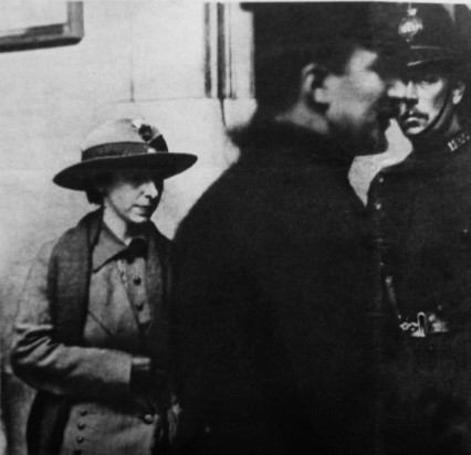 Mary-Richardson-and-Policemen-small-426x412